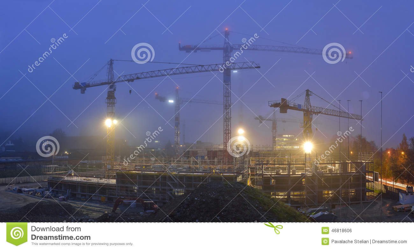 Edificio bajo construcción Escenas de la noche