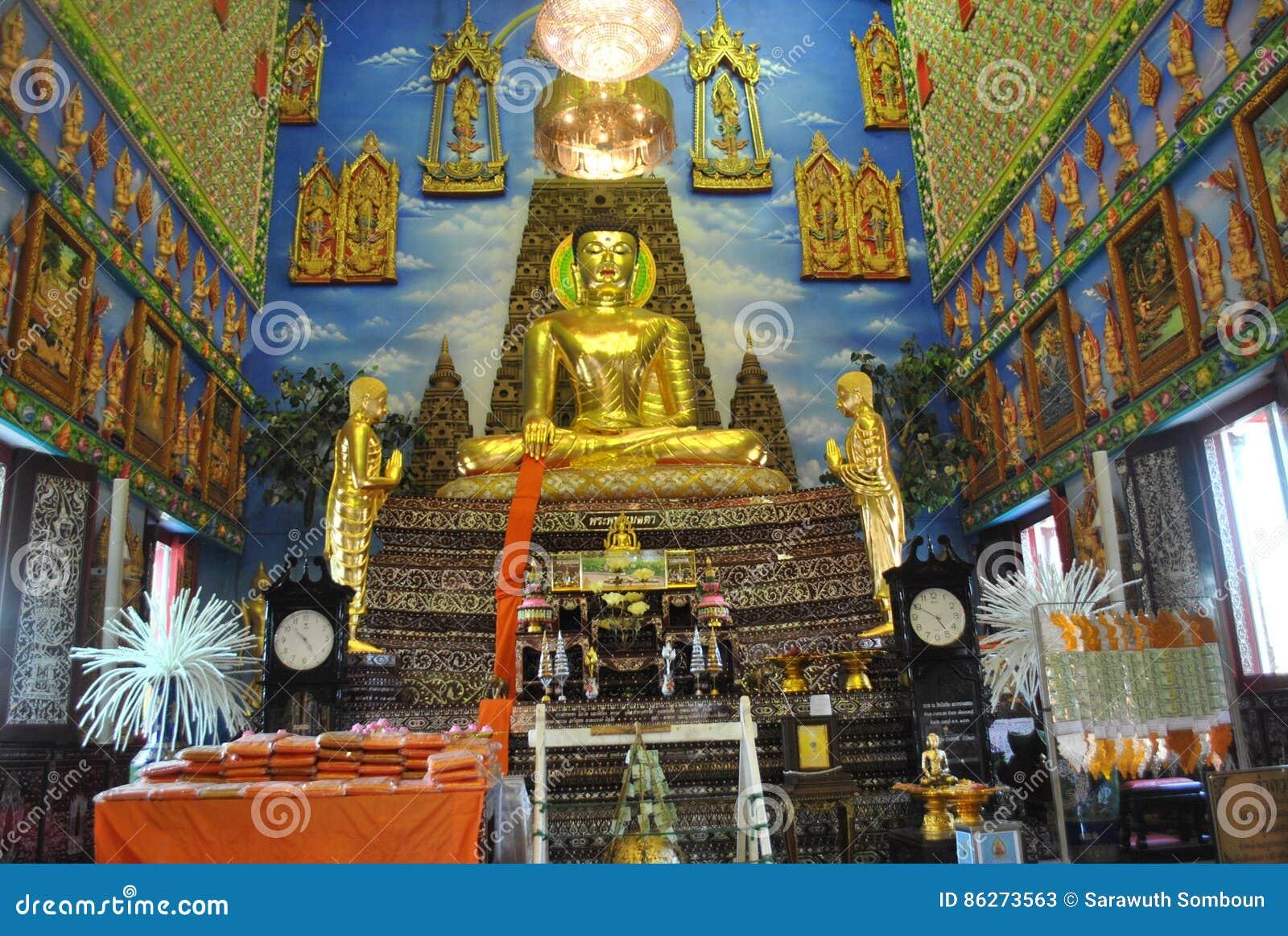 Edificio budista de la penetración hermosa en el nonthaburi buakwan Tailandia del wat del templo