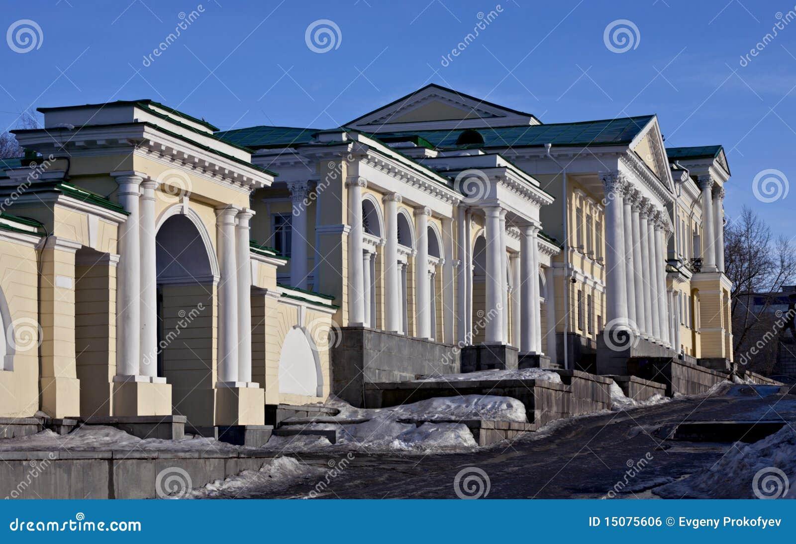 lo que significa ser onironauta Edificio-con-las-columnas-romanas-15075606