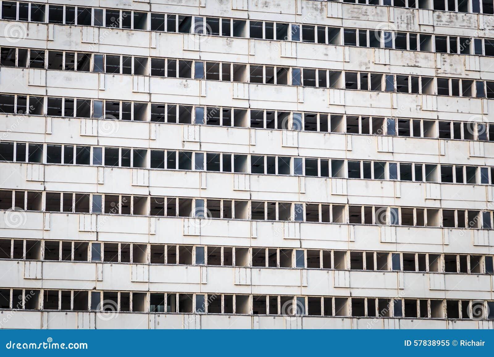 Edificio concreto vacío