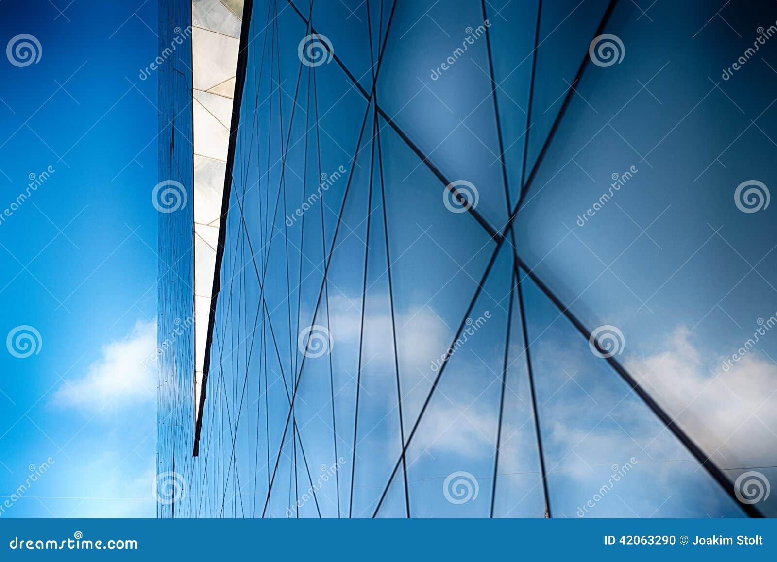 Edificio de cristal moderno en extracto