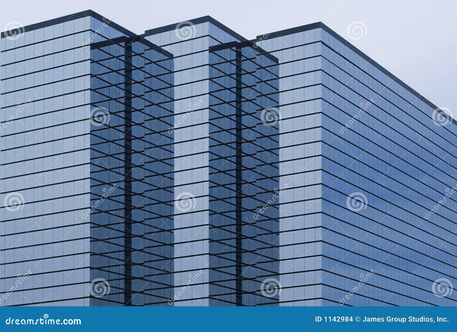 Edificio de oficinas moderno con exterior del vidrio for Exterior oficinas