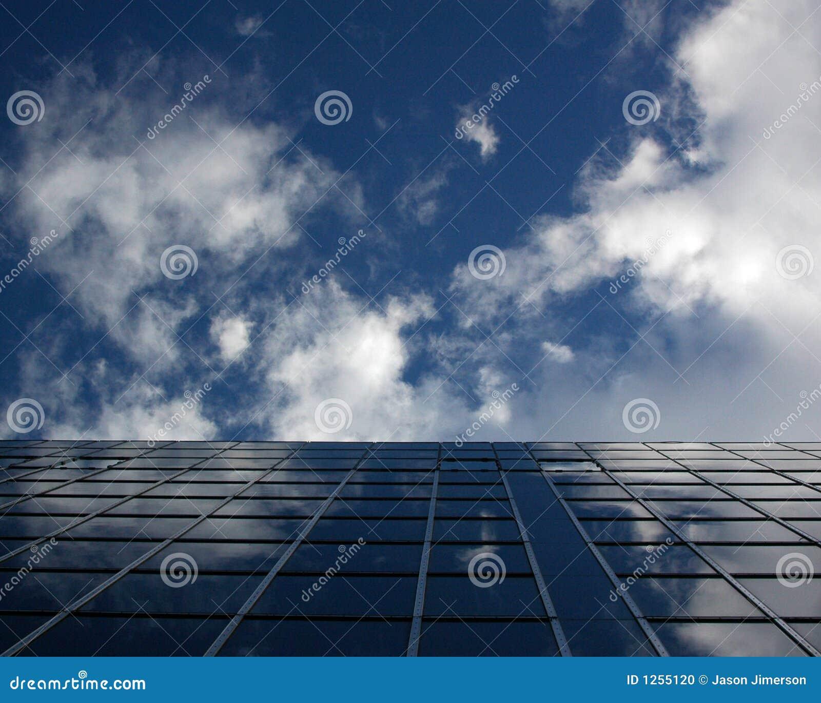 Edificio del azul de cielo
