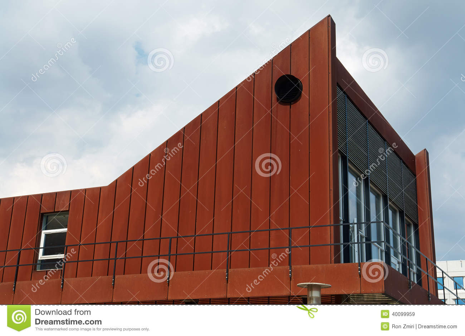 Edificio del dise o moderno con una fachada oxidada for Architecture originale