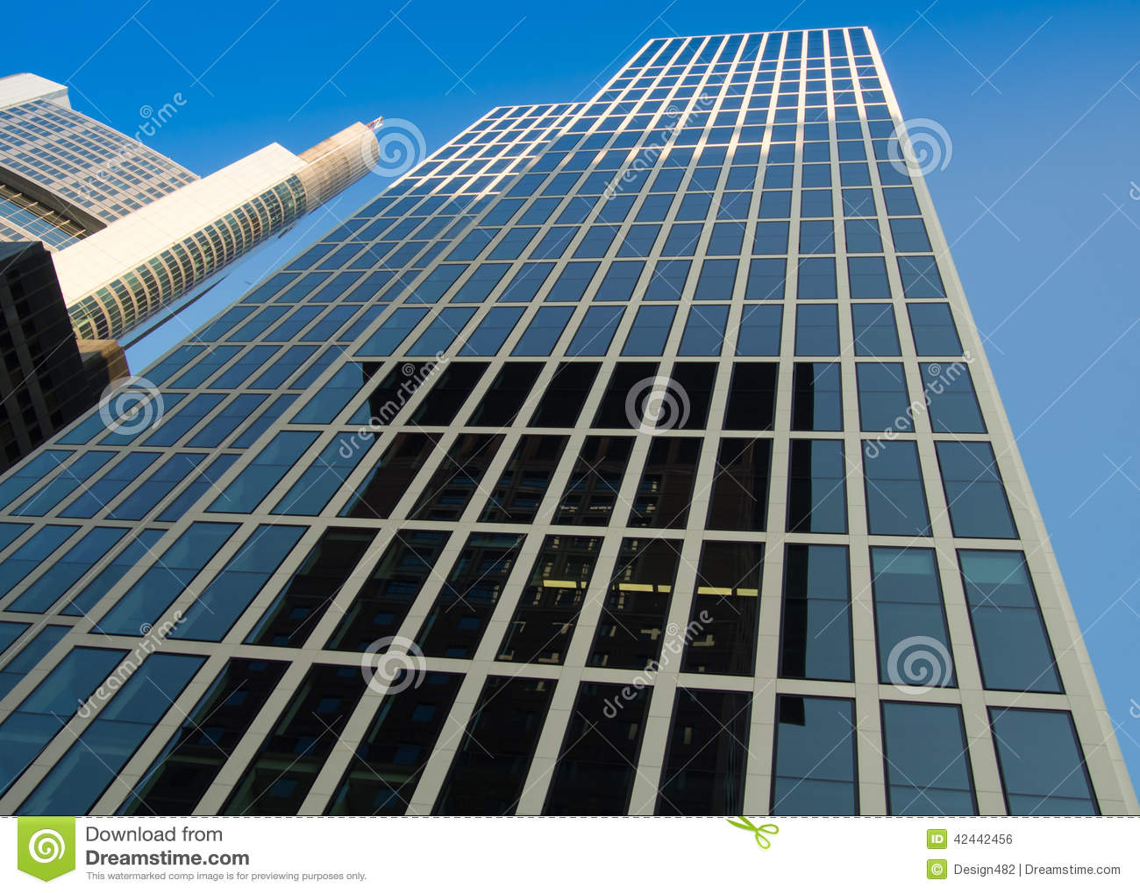 Edificio del negocio (torre de Taunus) en Francfort, Alemania
