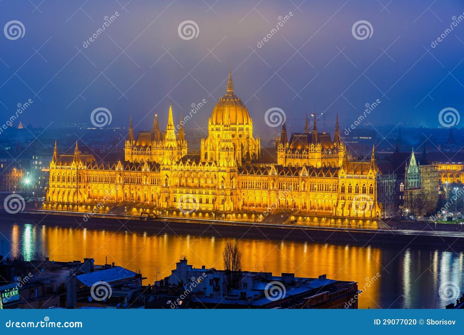 Edificio del parlamento en budapest foto de archivo for Foto del parlamento