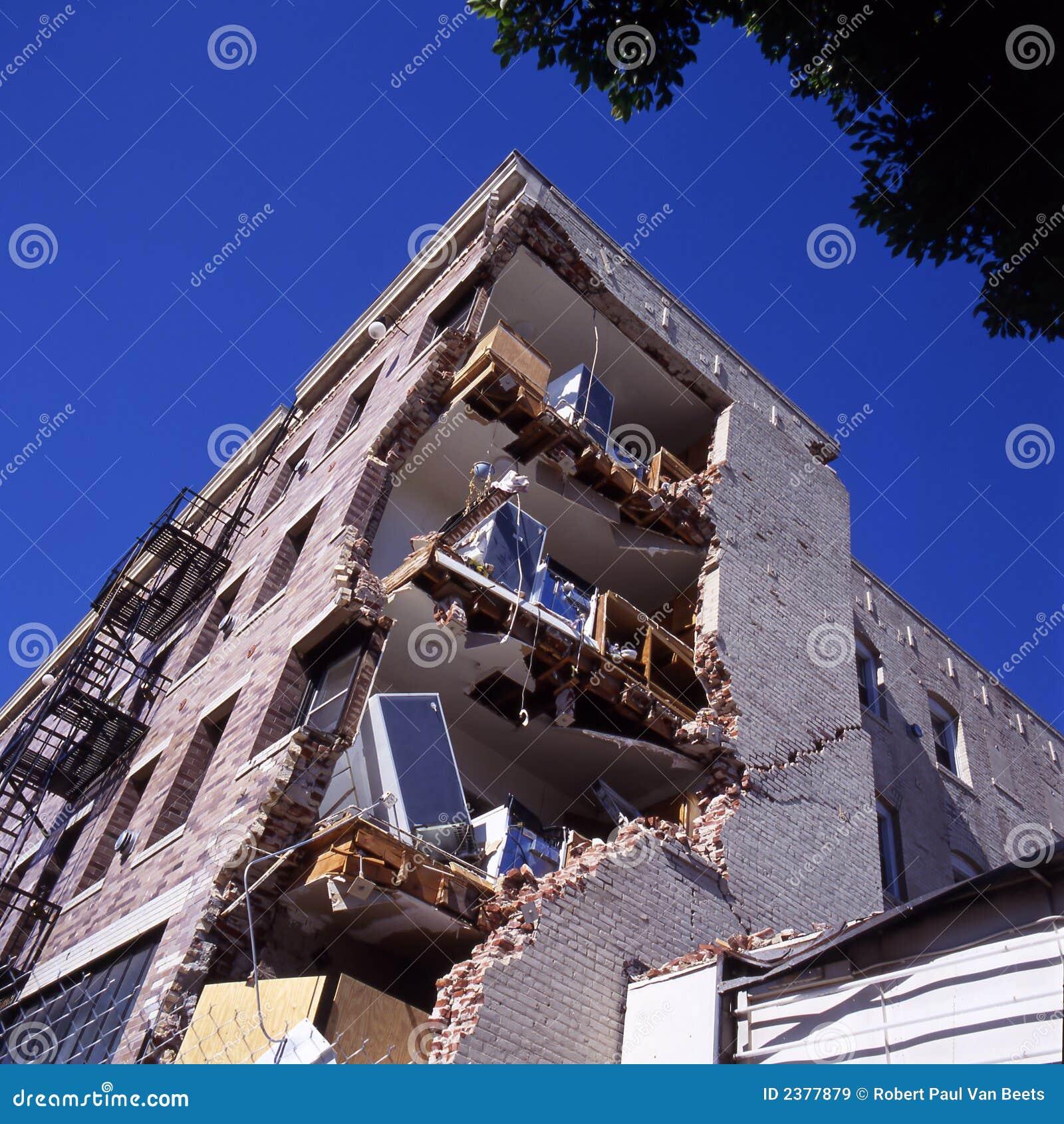 Edificio después del terremoto