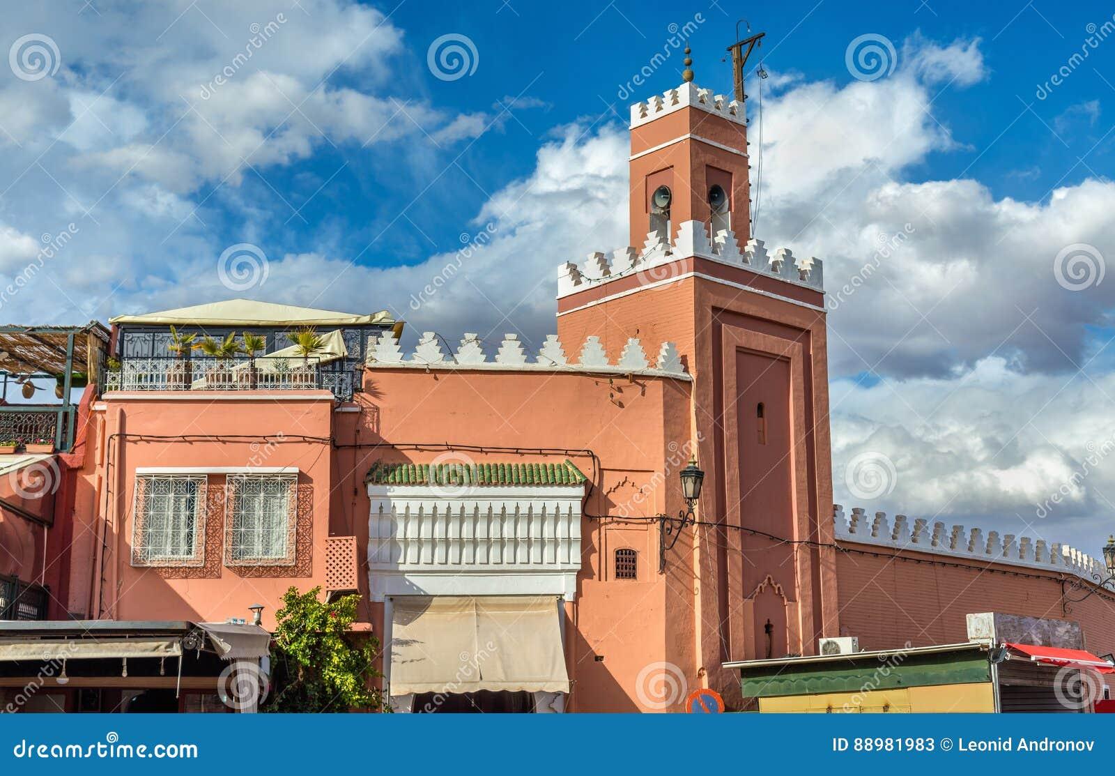 Edificio en cuadrado del EL Fna de Jamaa en Marrakesh, Marruecos