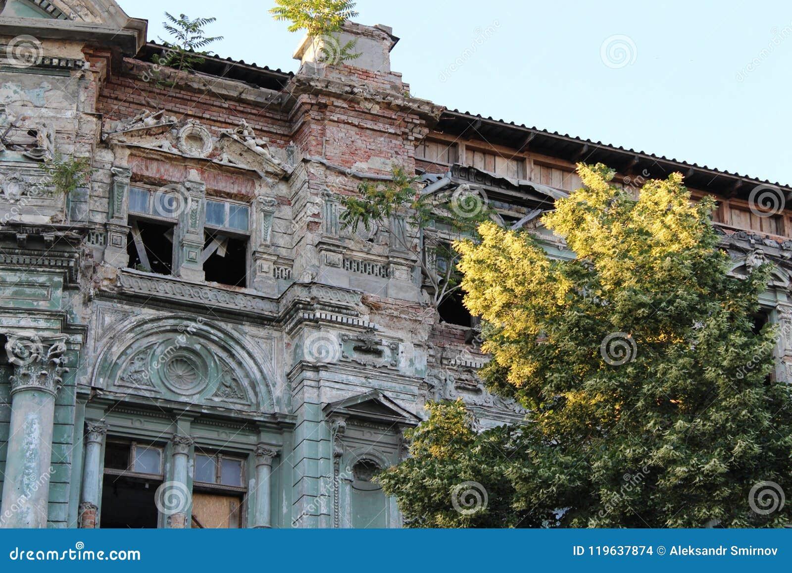 Edificio en la ciudad de Odessa con arquitectura hermosa