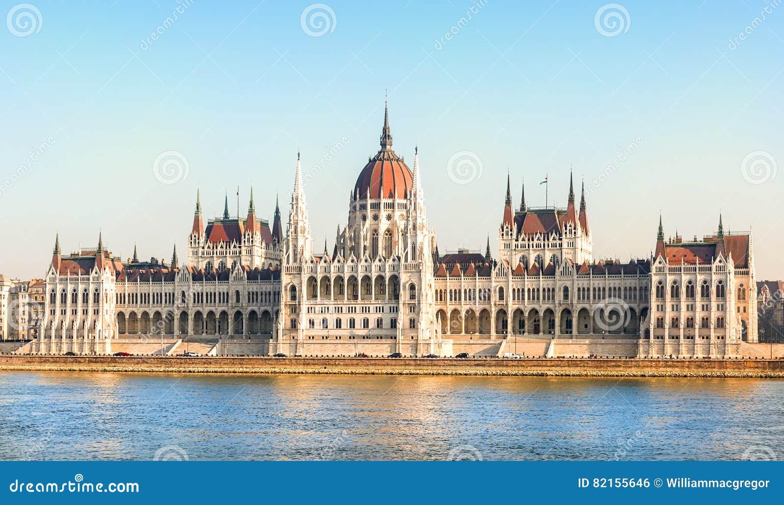 Edificio h ngaro del parlamento budapest foto de archivo for Immagini del parlamento