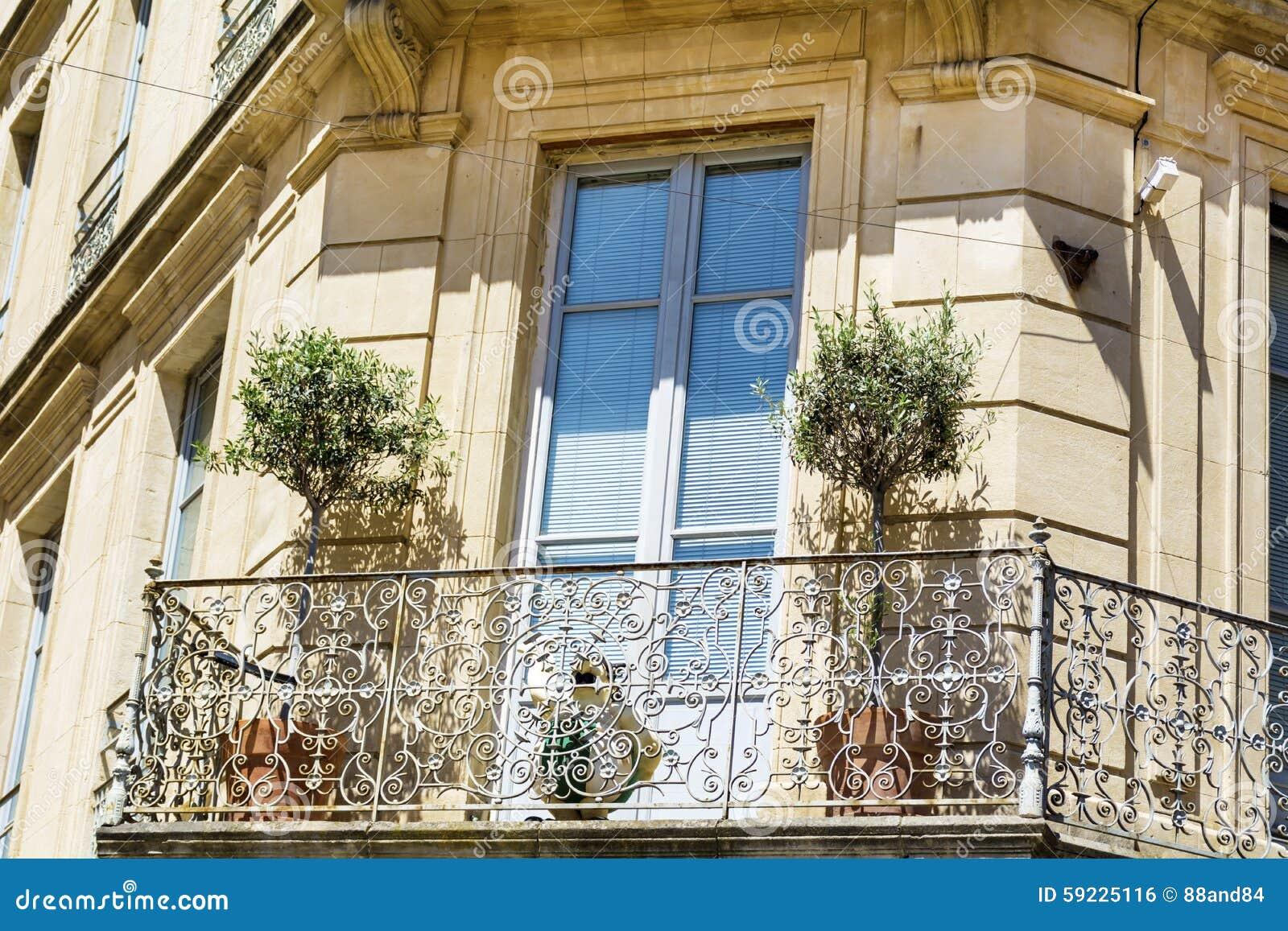 Download Edificio Italiano Típico Con La Ventana Antigua En Verona Foto de archivo - Imagen de configuración, antiguo: 59225116