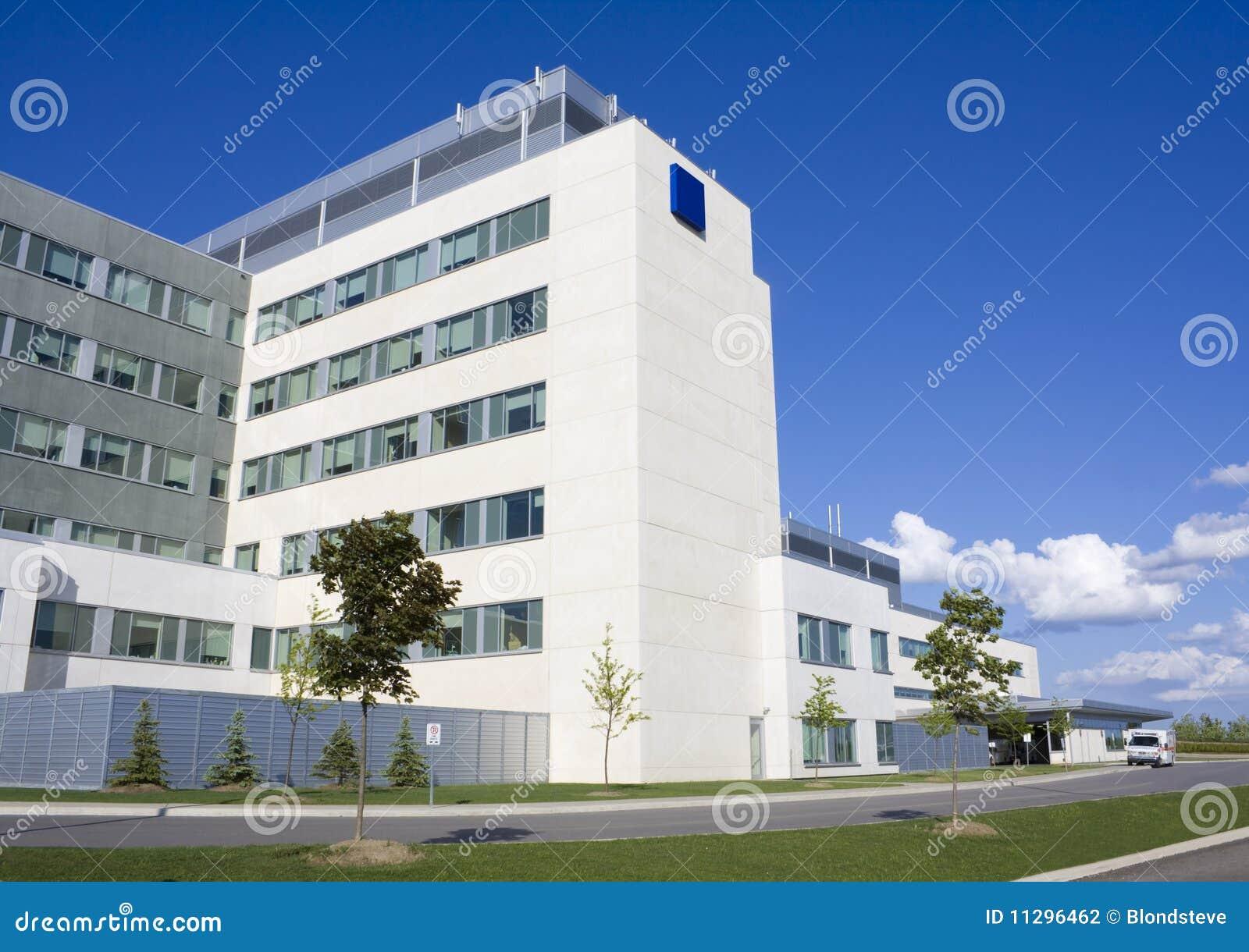 Edificio moderno del hospital
