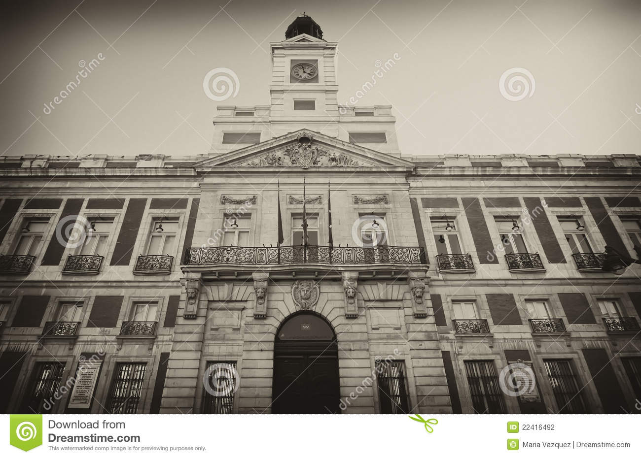 Edificio real casa de correos en madrid espa a for Edificio puerta real madrid