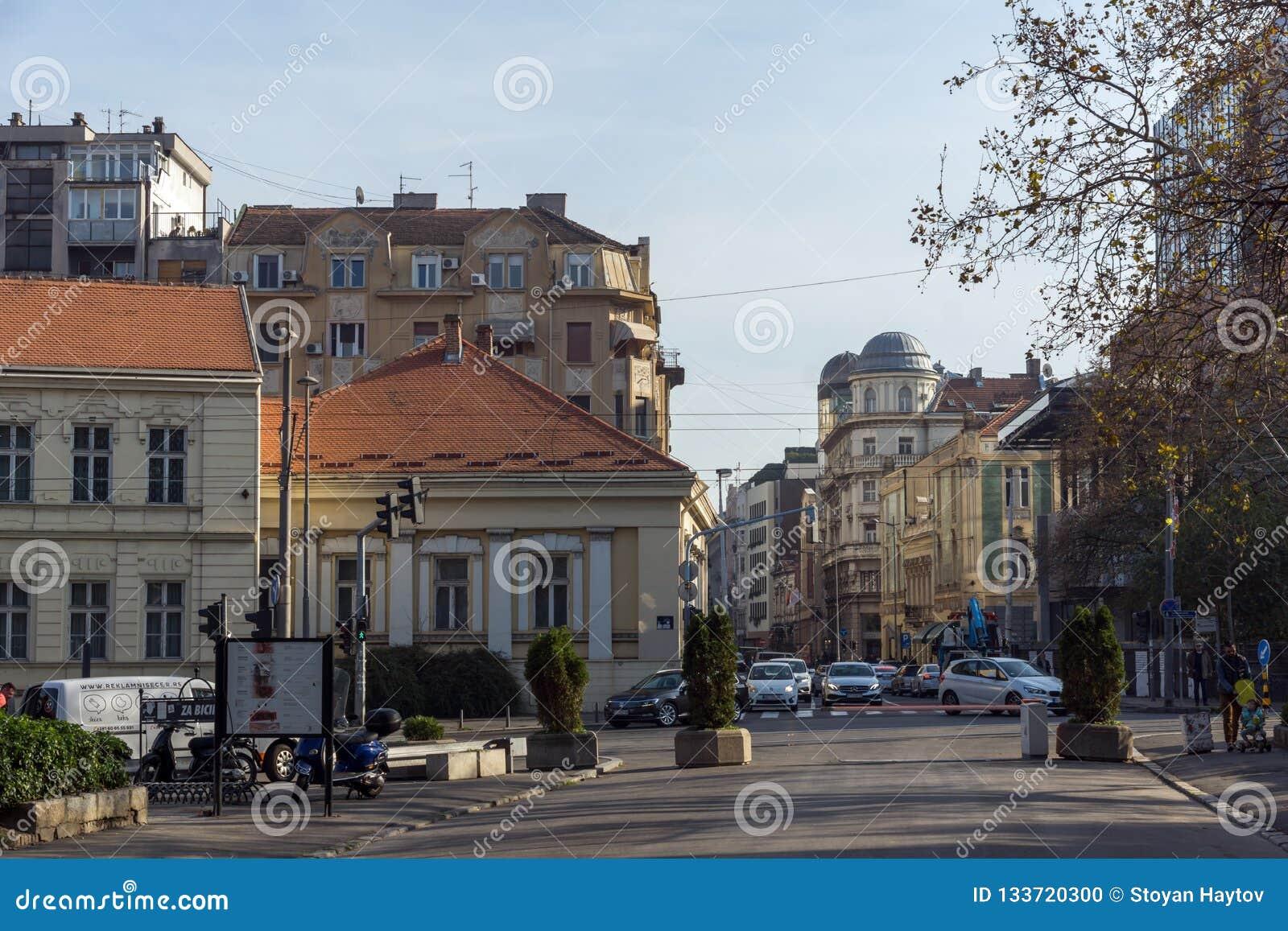 Edificio típico en el centro de la ciudad de Belgrado, Serbia