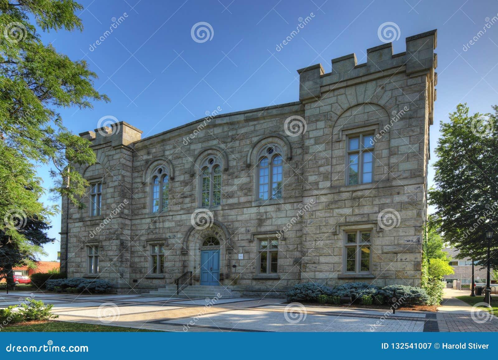 Edificio viejo de ayuntamiento en Milton, Canadá