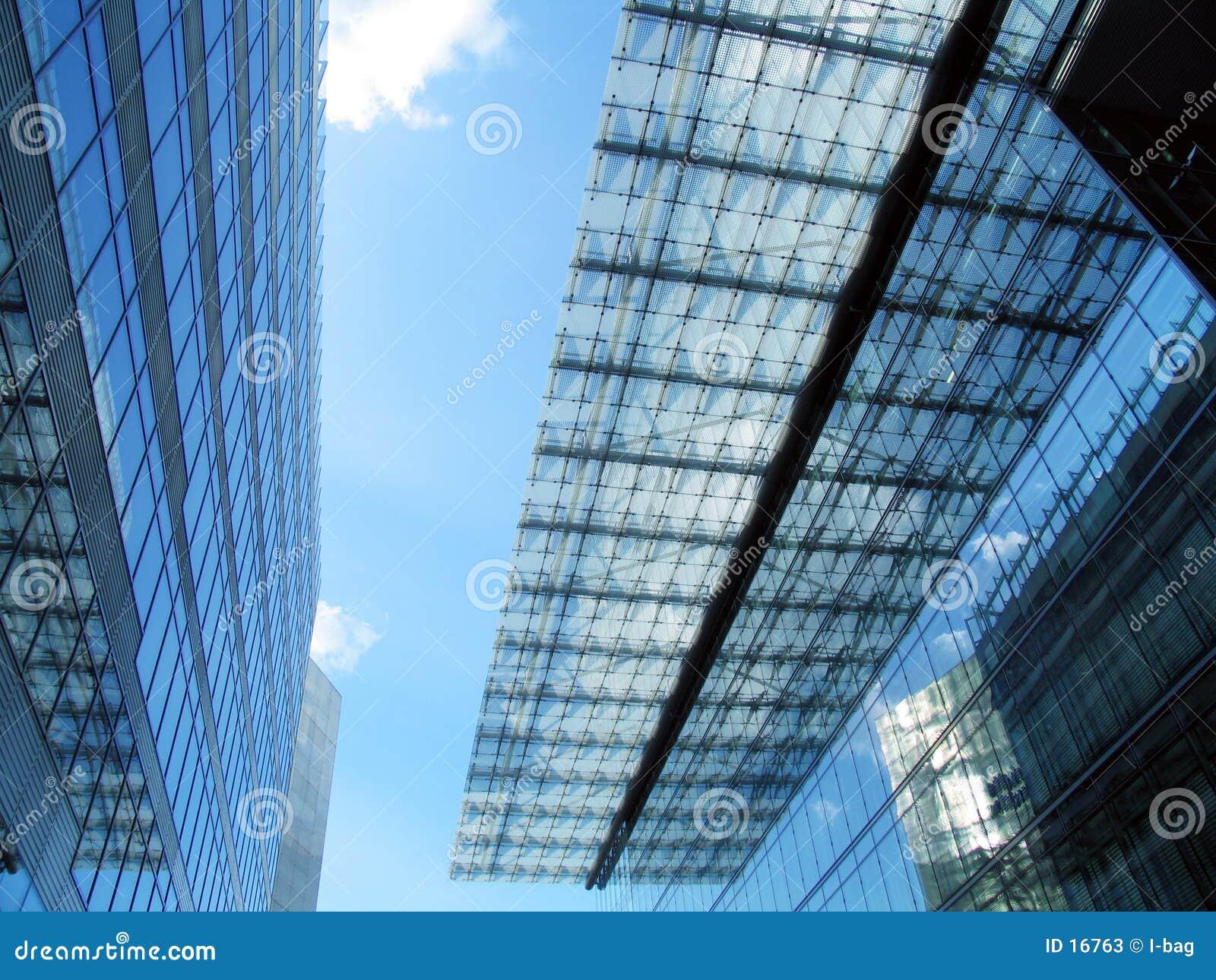 Edificio y azotea modernos