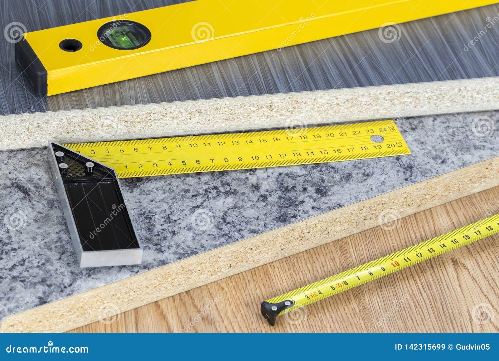 Edificio y concepto de las herramientas del proyecto Herramientas de la carpintería