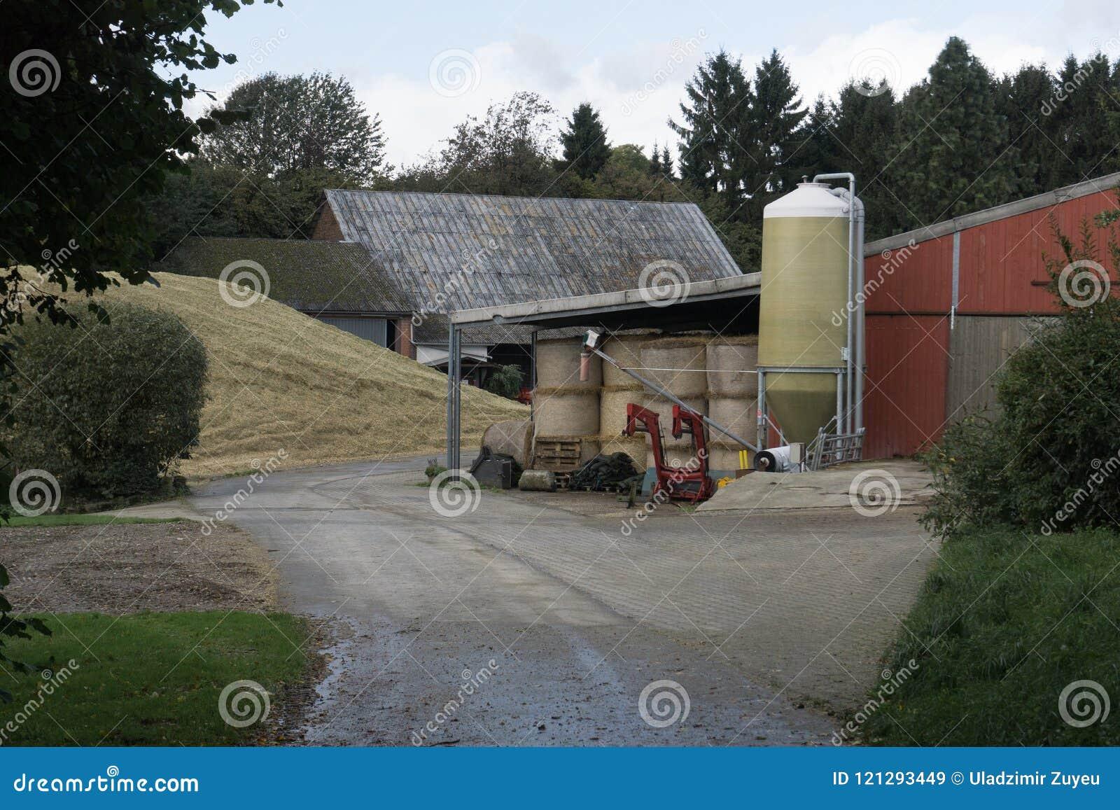 Edificios agrícolas con almacenamiento del grano