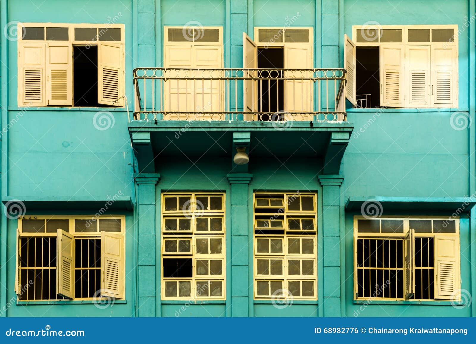 Edificios coloridos viejos en Hatyai
