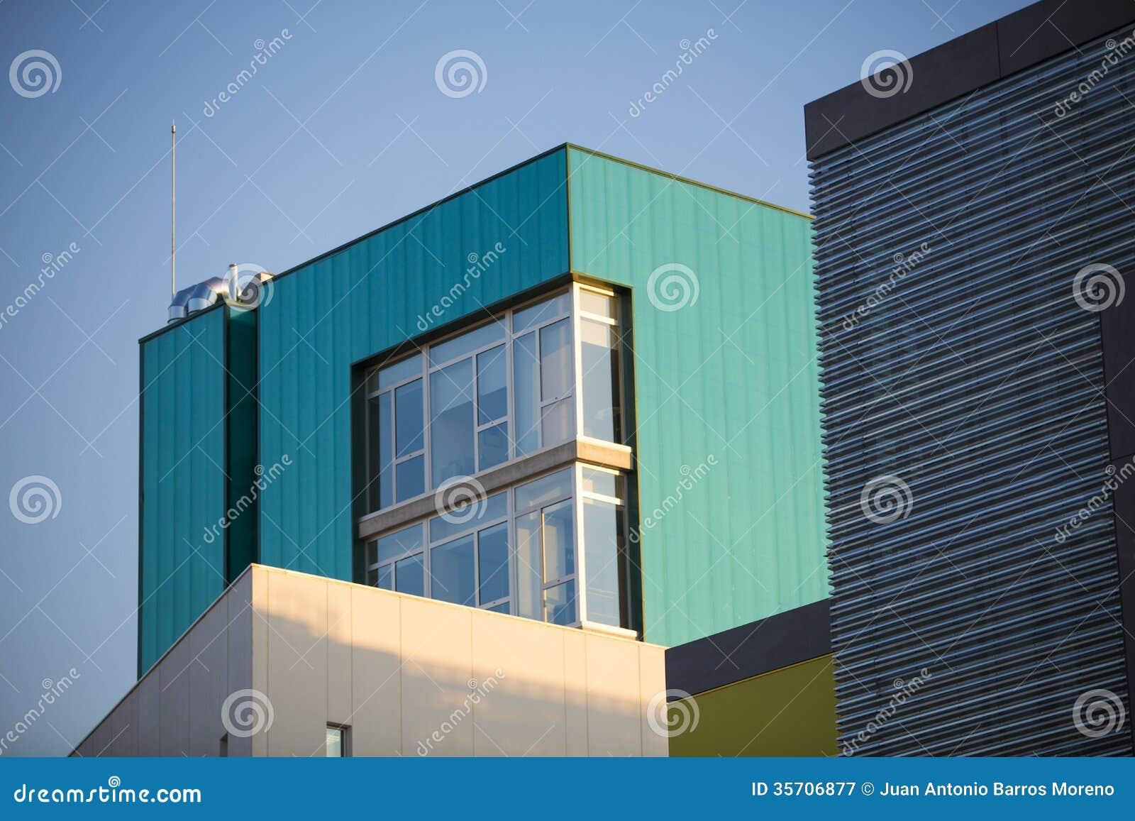 Edificios de oficinas modernos edificios coloridos en un for Oficinas industriales modernas
