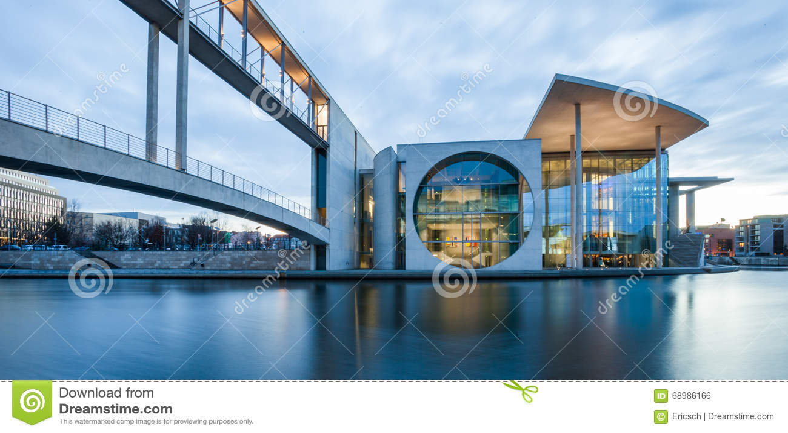 Edificios del auxiliar del Parlamento alemán del alemán