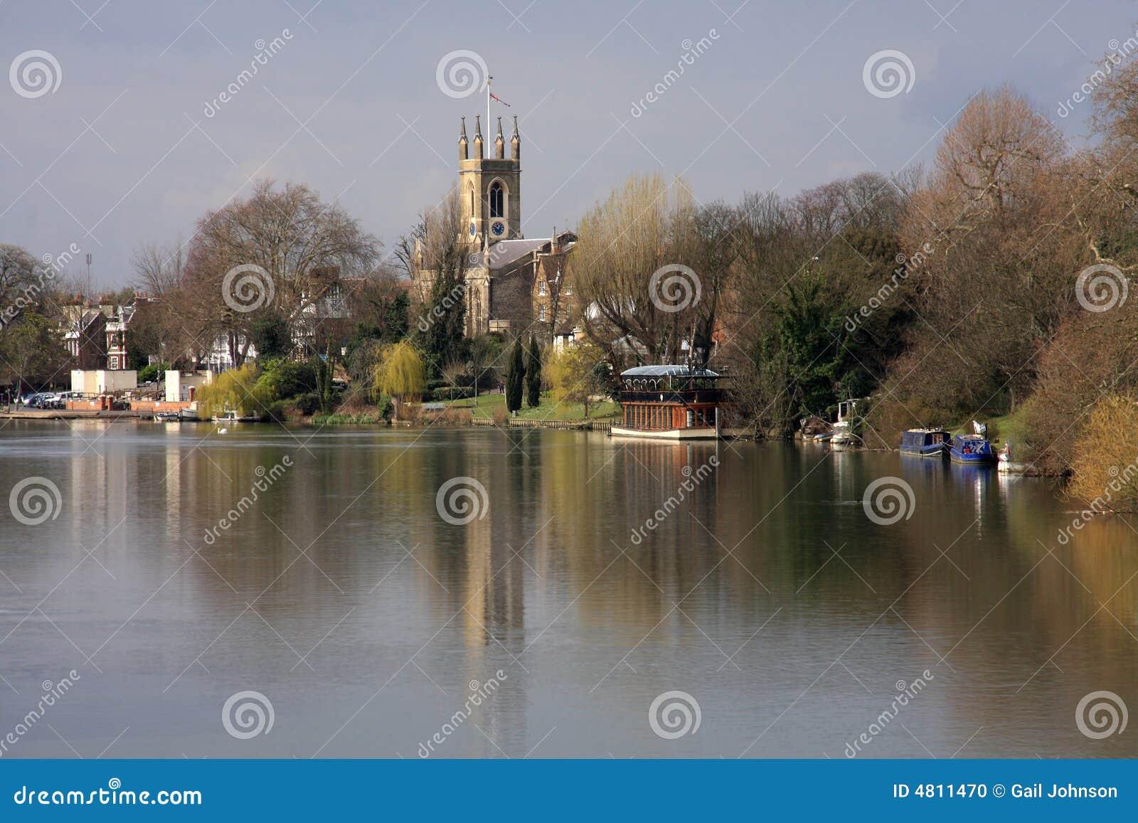 Edificios a lo largo del río Thames