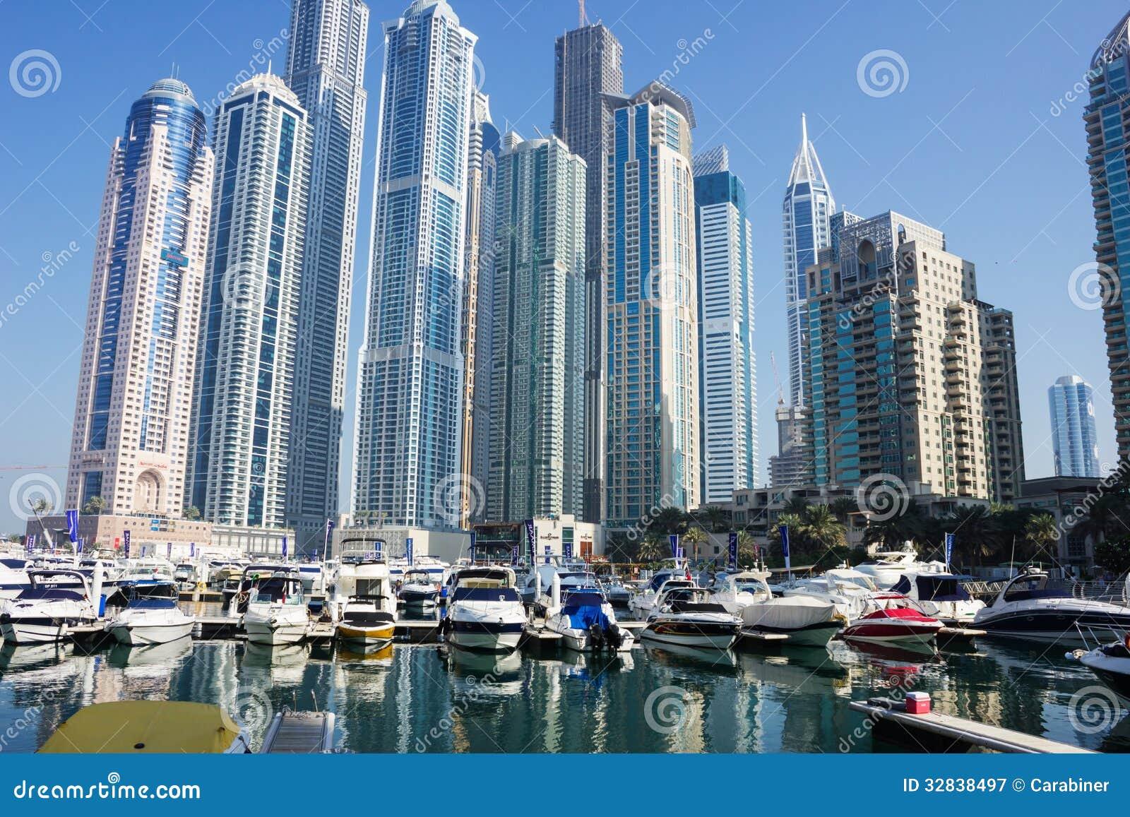 Edificios Modernos En El Puerto Deportivo De Dubai
