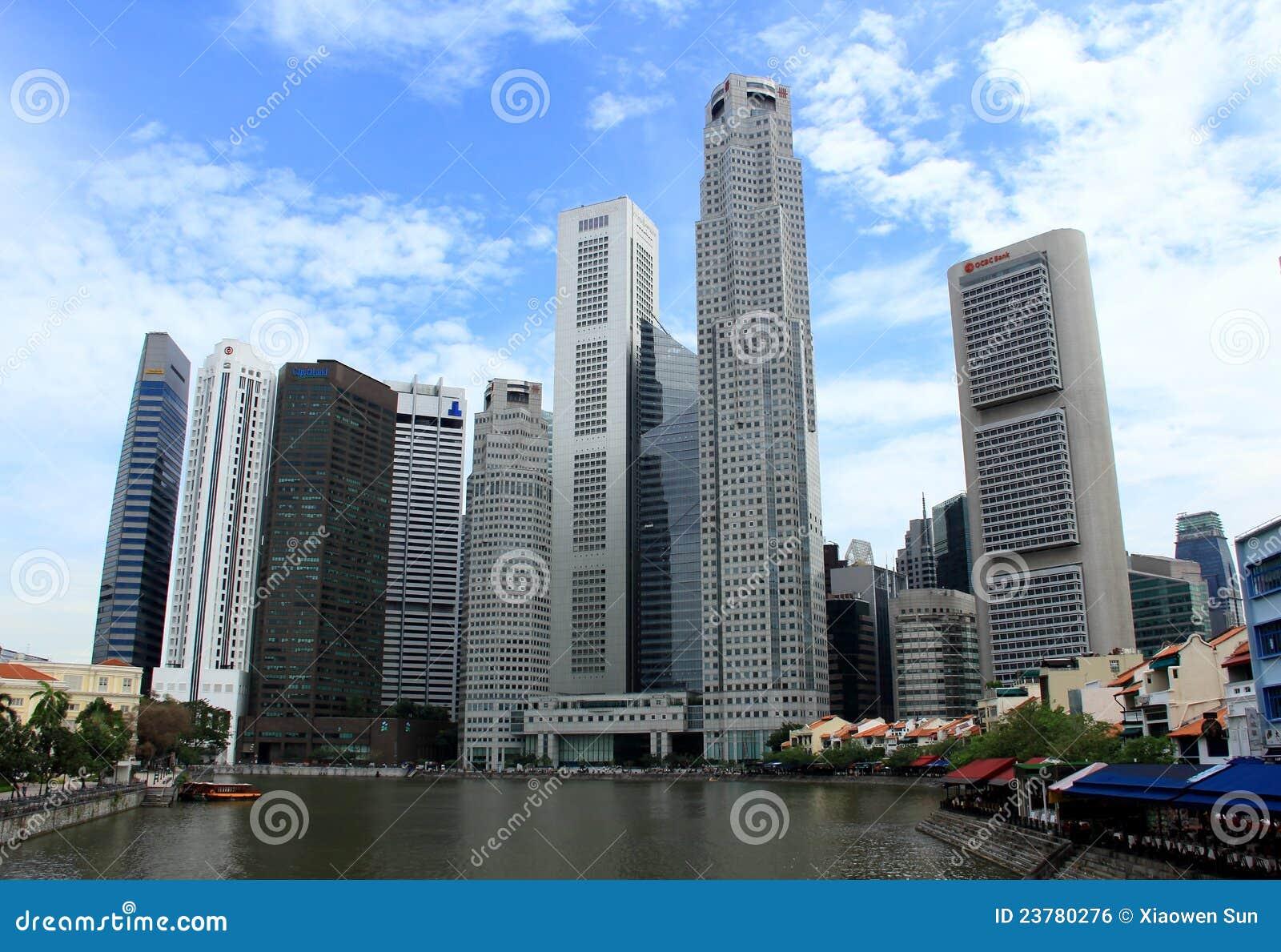 edificios modernos en la cara del ro de singapur foto editorial