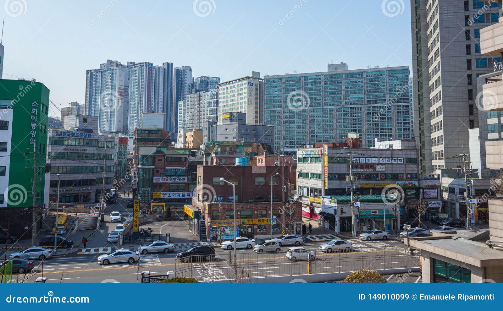Edificios y tráfico de las calles en Seúl