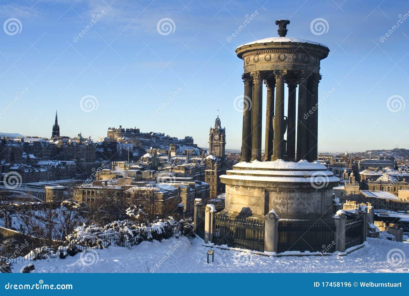 Edinburgh-Schloss vom Hügel