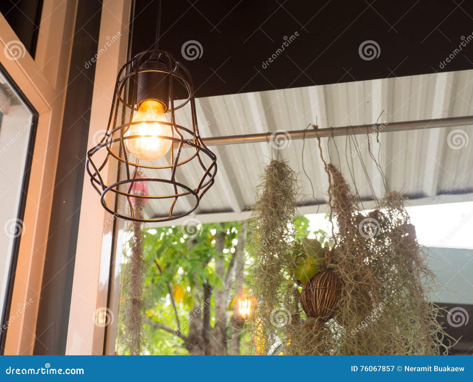 Moderne Lampen 57 : Edisons glühlampe und lampe in der modernen art warme