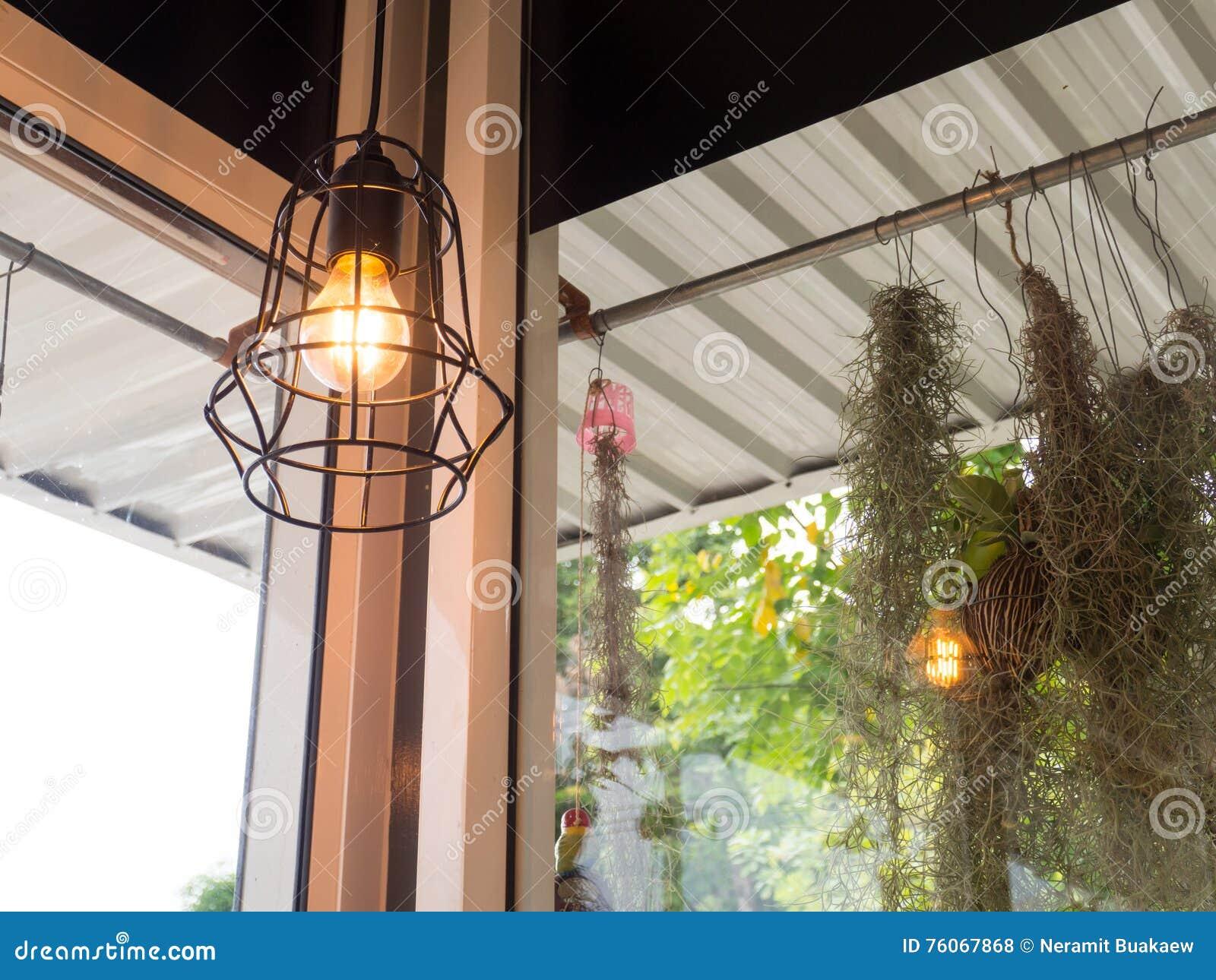 Moderne Lampen 68 : Edisons glühlampe und lampe in der modernen art warme
