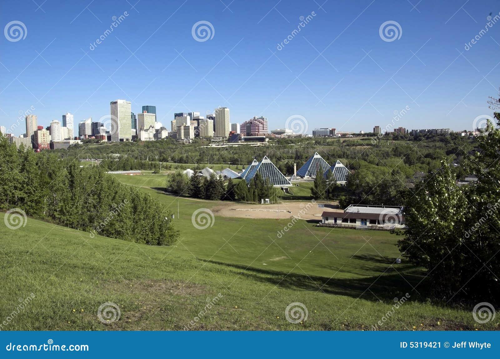 Download Edmonton Di Costruzione Di Conservazione Immagine Stock - Immagine di nube, edmonton: 5319421