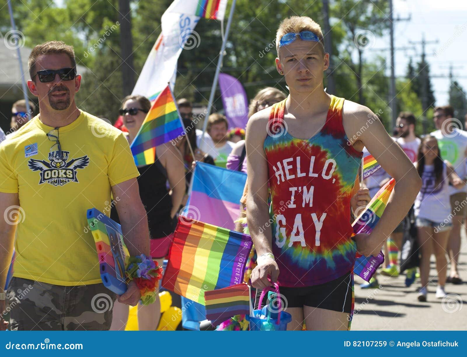Edmonton Kanada-Juni 10, 2016: Folket firar stolthet