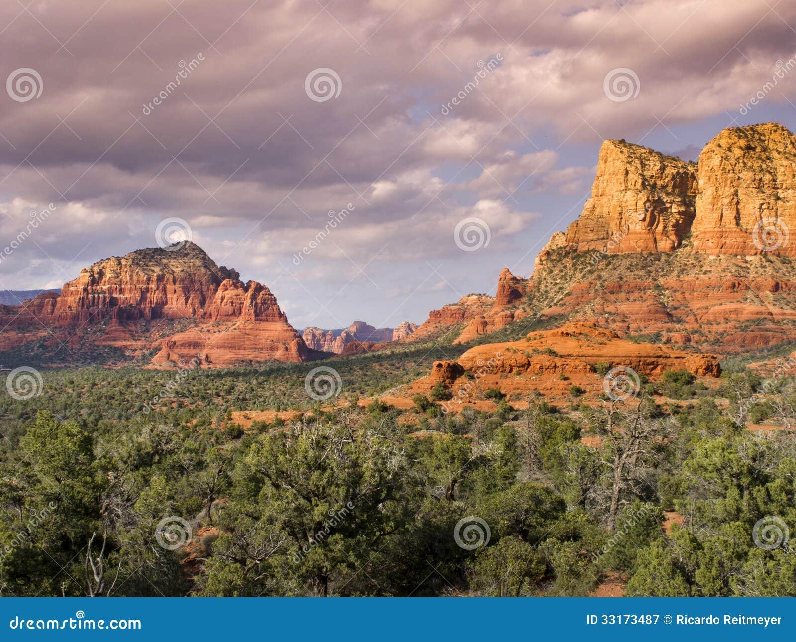 Sedona Arizona Hiking Trail Leads To Amazing Deser Royalty