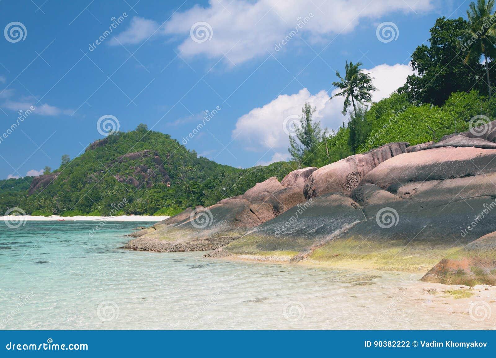 Educações do golfo e do basalto nos trópicos Baie Lazare, Mahe, Seychelles