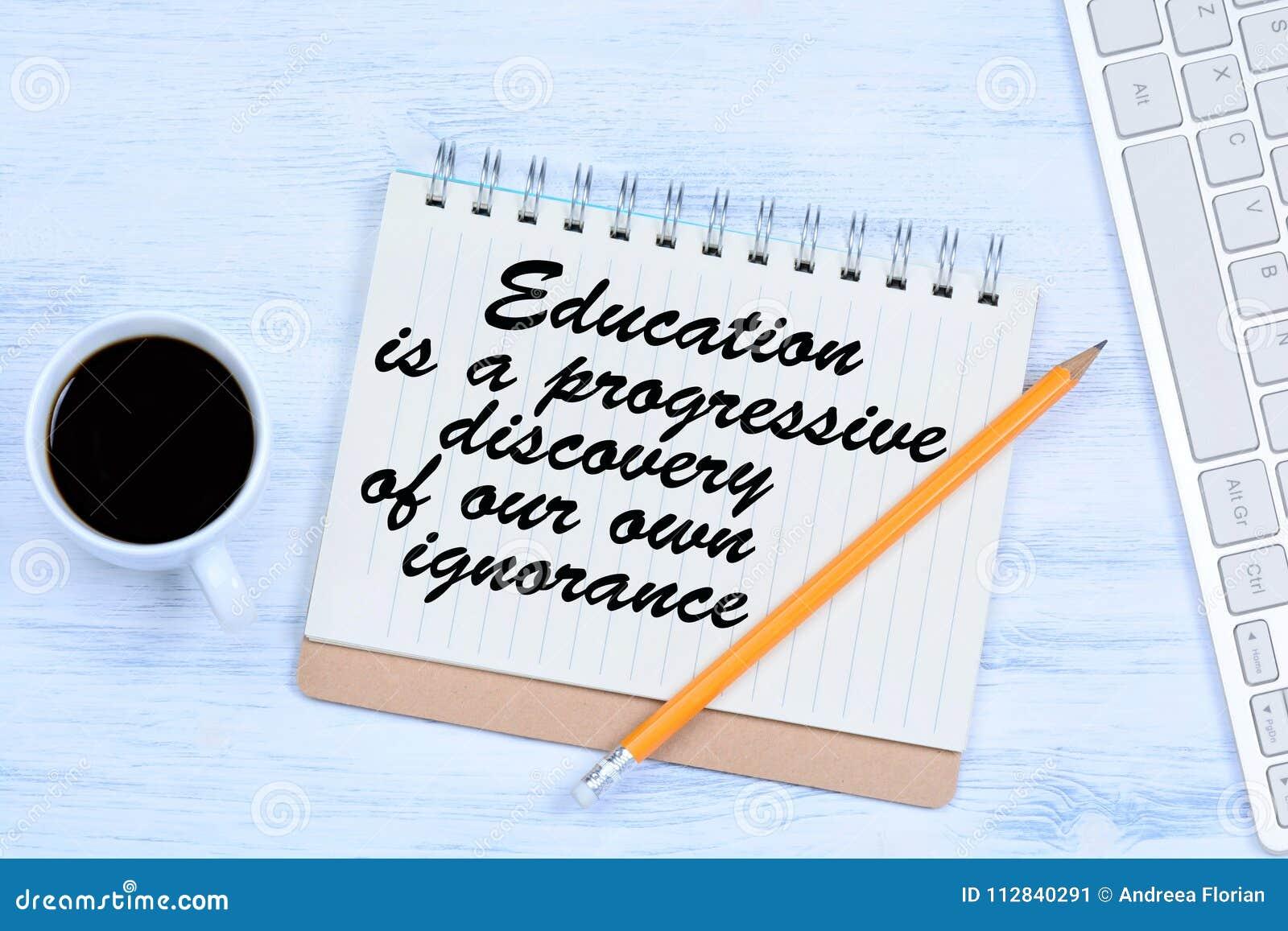 Edukacja jest postępowym odkryciem nasz swój ignorancja Tekst na notatniku