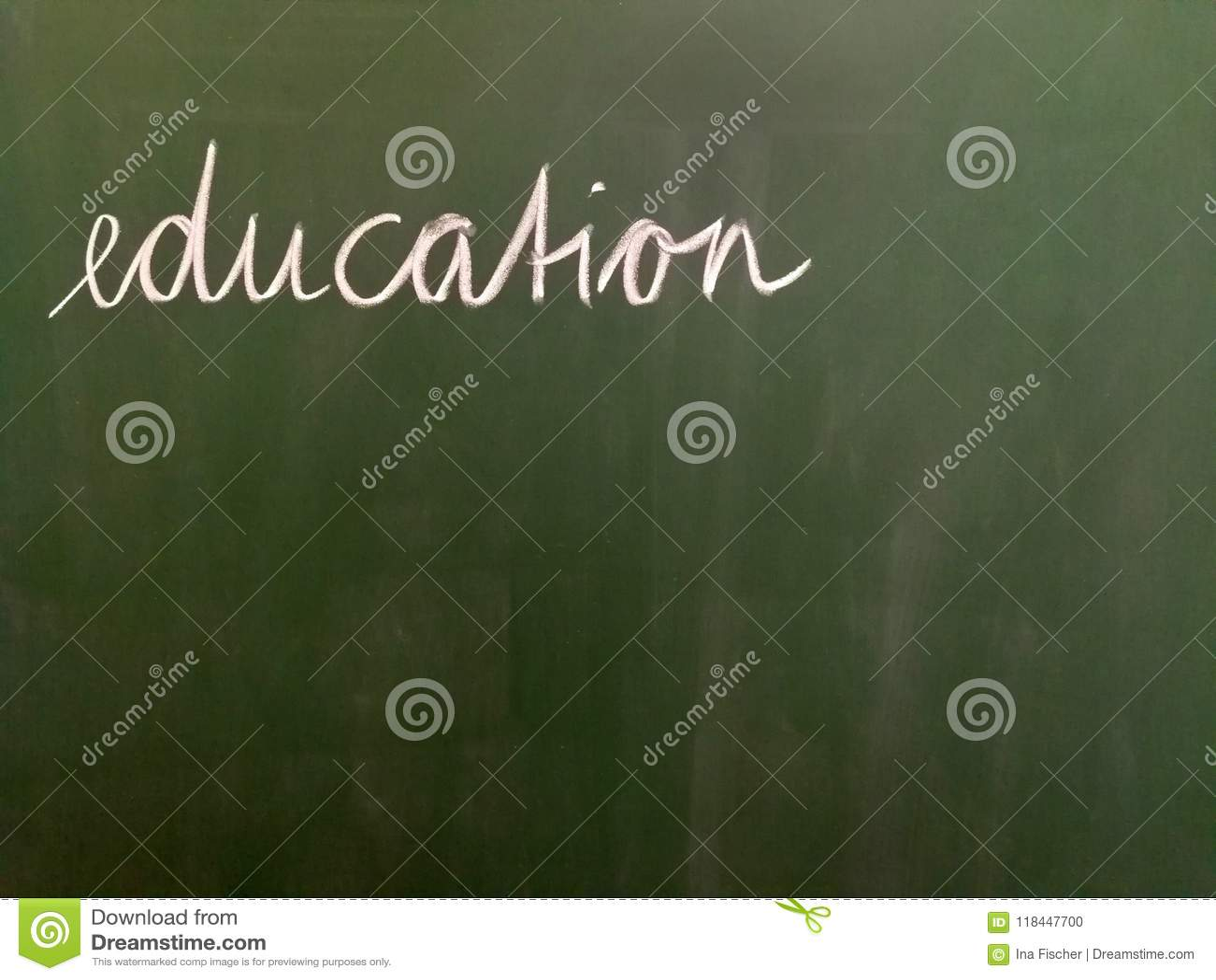 Edukacja - ręcznie pisany na zielonym tle