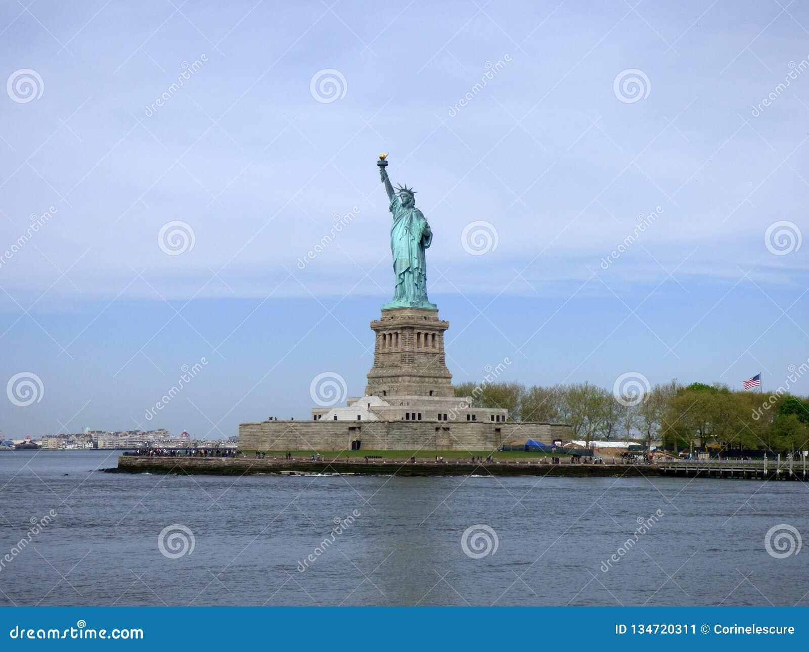 EE.UU. Nueva York Estatua de la libertad y de la puesta del sol de New York City