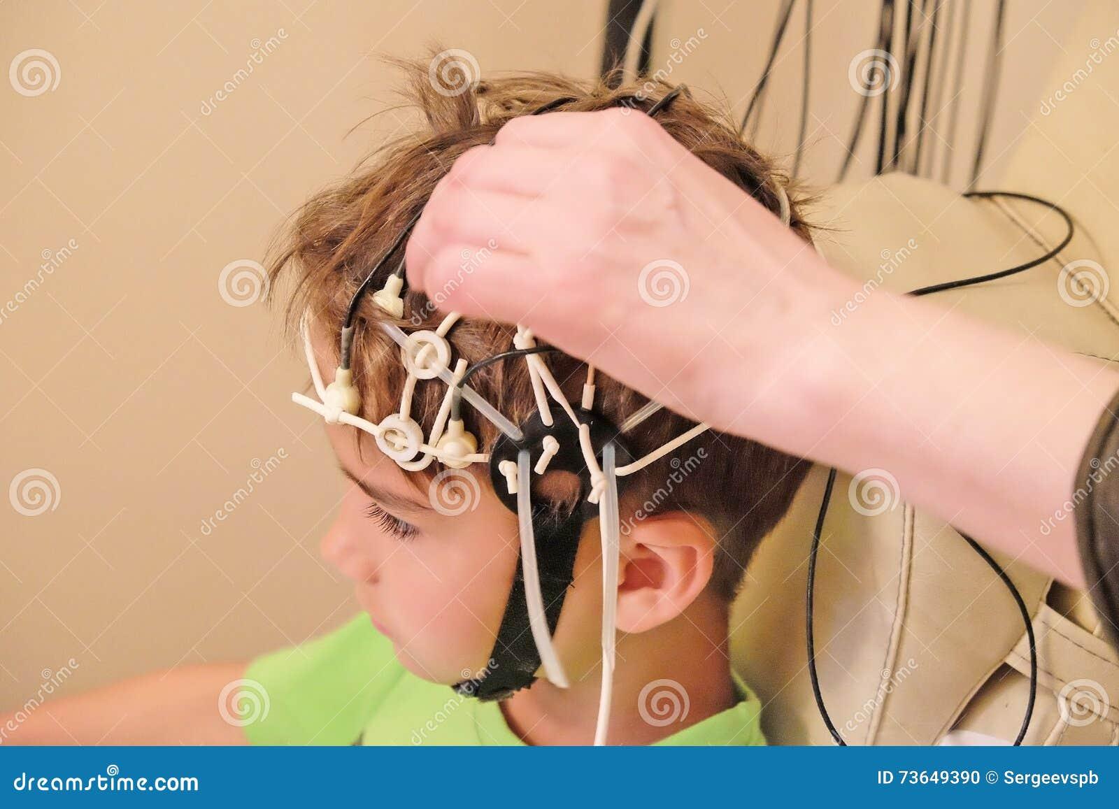 EEG De Conduite Pour Un Enfant Photo stock - Image du patient ...