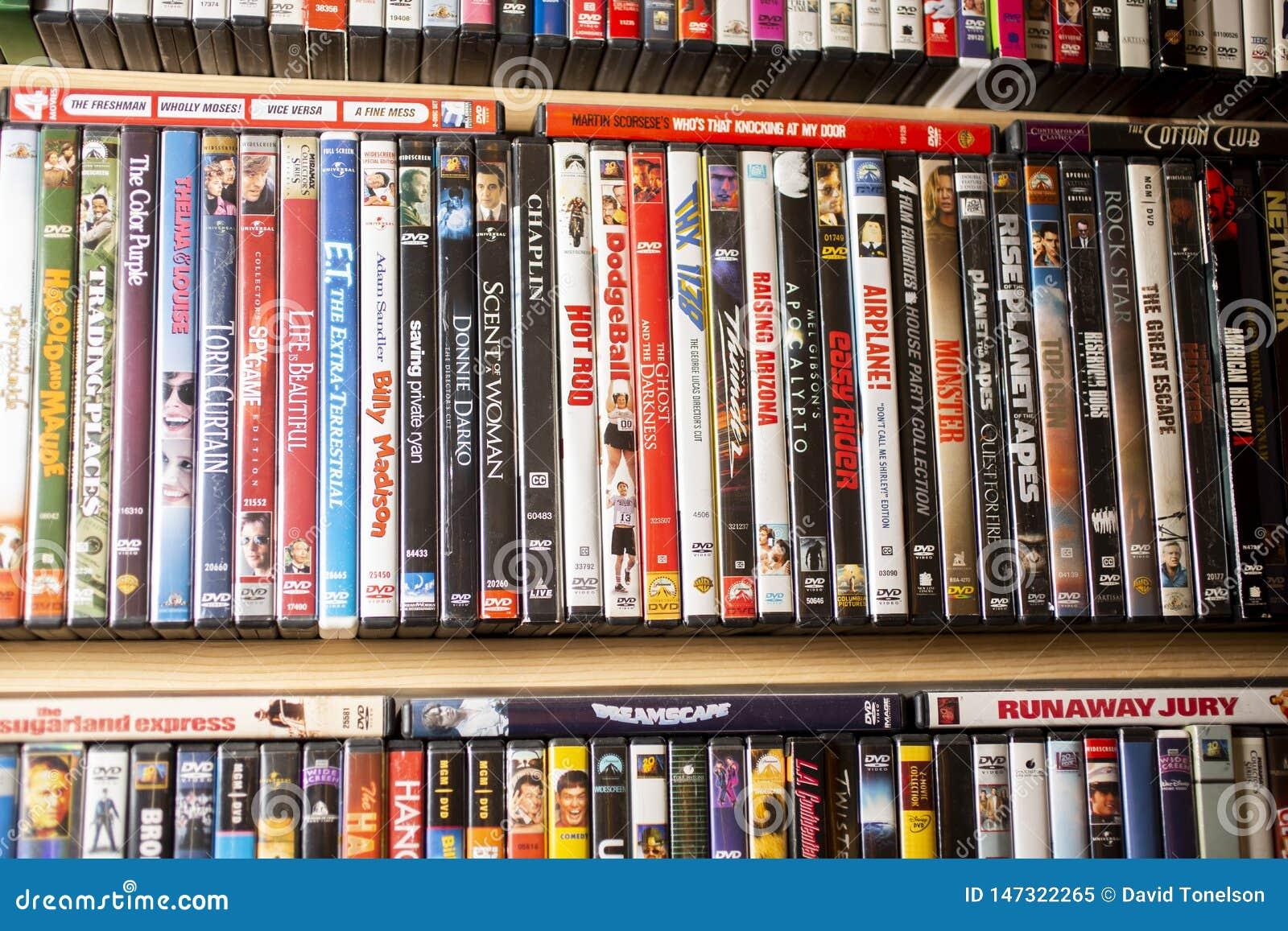 Een achtergrond van klassieke films op DVD