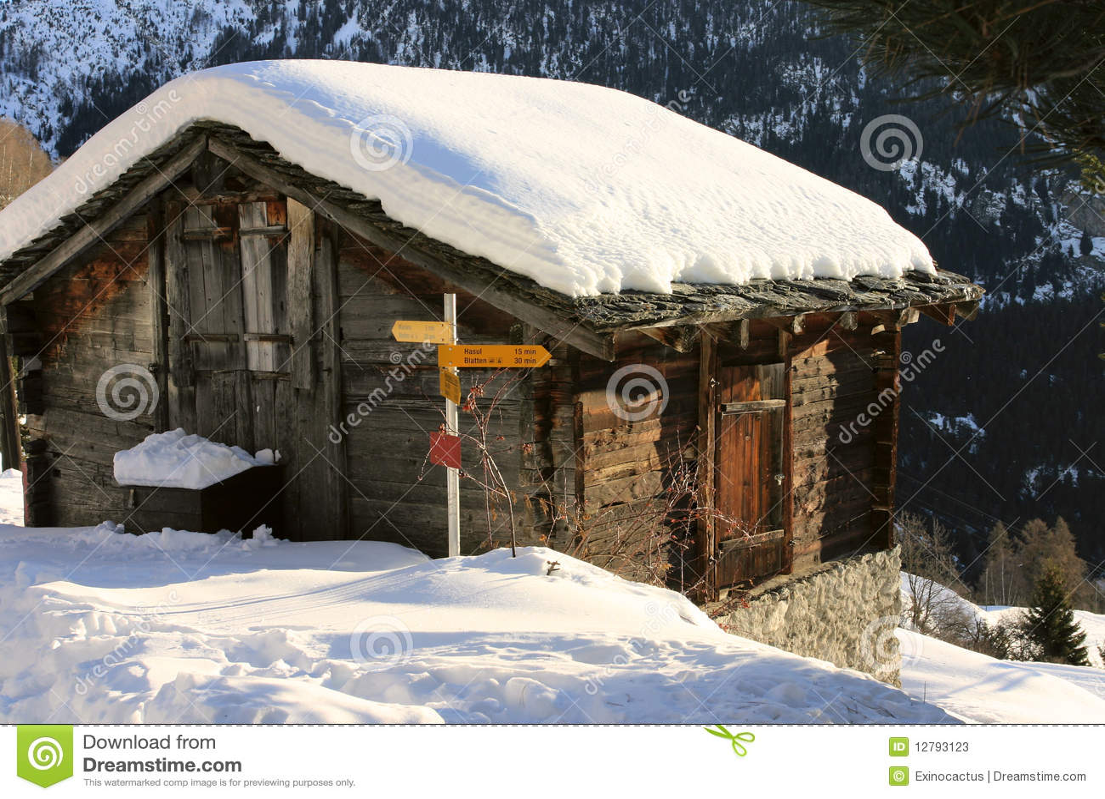 Een berghut stock foto 39 s afbeelding 12793123 - Berghut foto ...