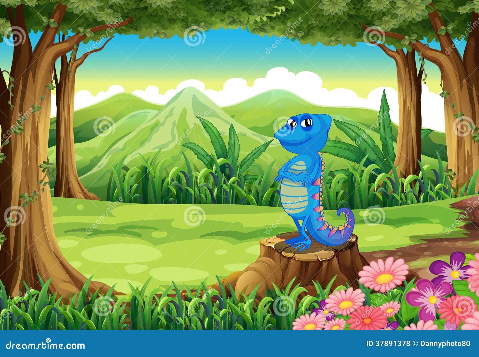 Een blauwe hagedis boven de stomp bij het bos