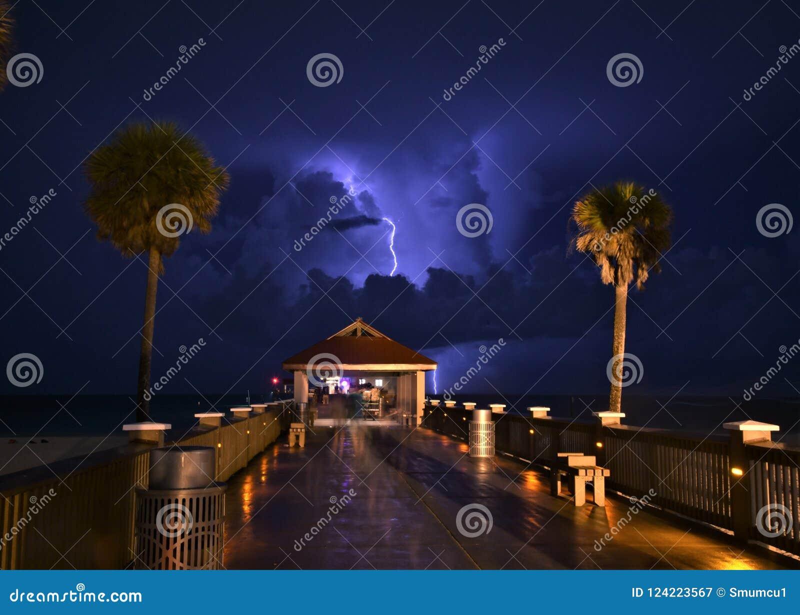 Een bliksemstakingen van Clearwater-strandpastei die worden gevangen