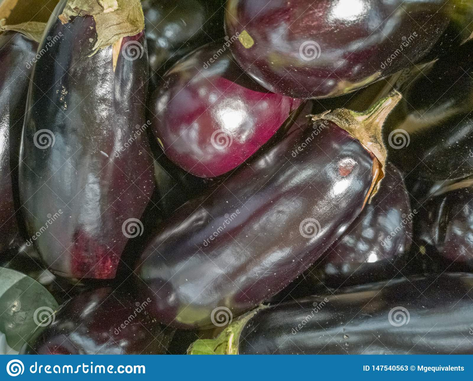Een bos van aubergines op de lijst