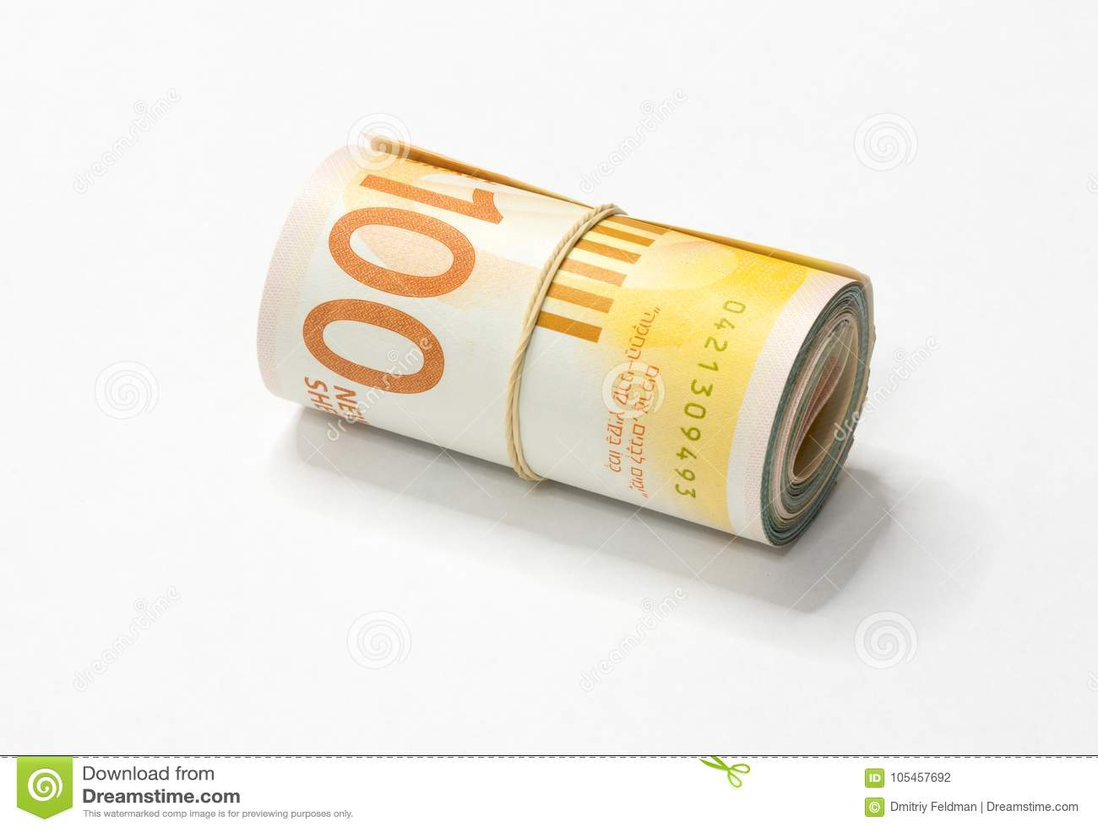 Een bos van het Israëlische Nieuwe geld van Sjekelsnos neemt van omhoog gerold en samengehouden met een eenvoudig elastiekje op e