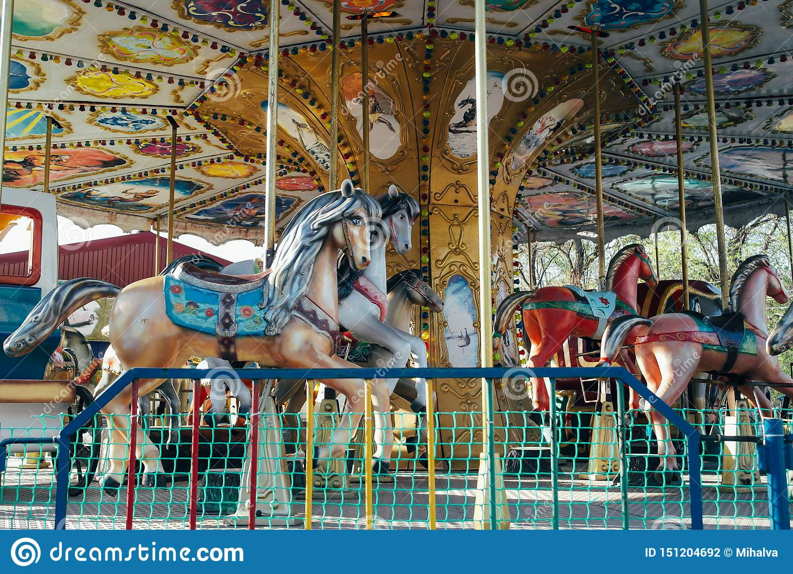 Een carrousel in een pretpark