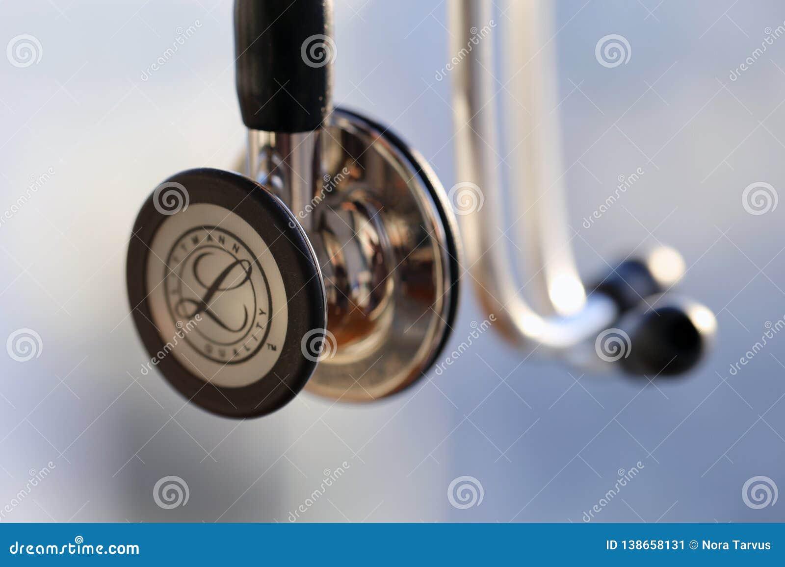 Een Close-up van een Littmann-Cardiologie IV Stethoscoop