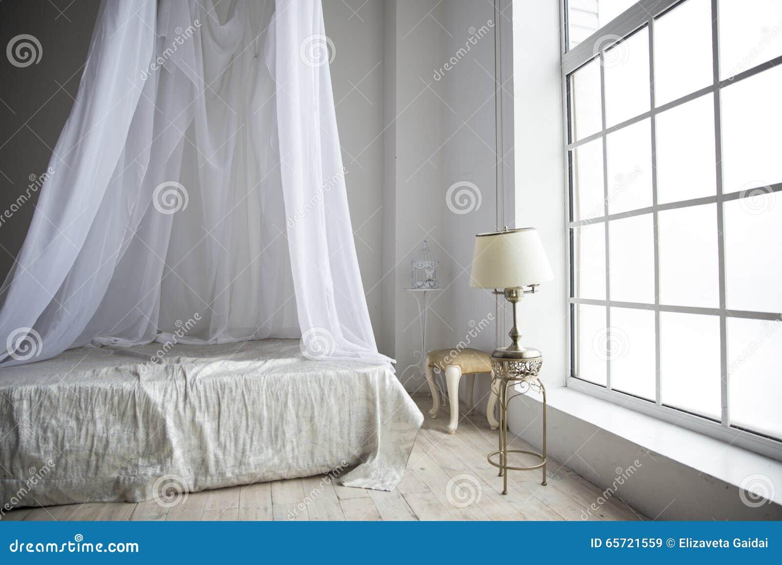 Slaapkamer Met Pastelkleuren : Een comfortabele slaapkamer in pastelkleuren met een groot bed