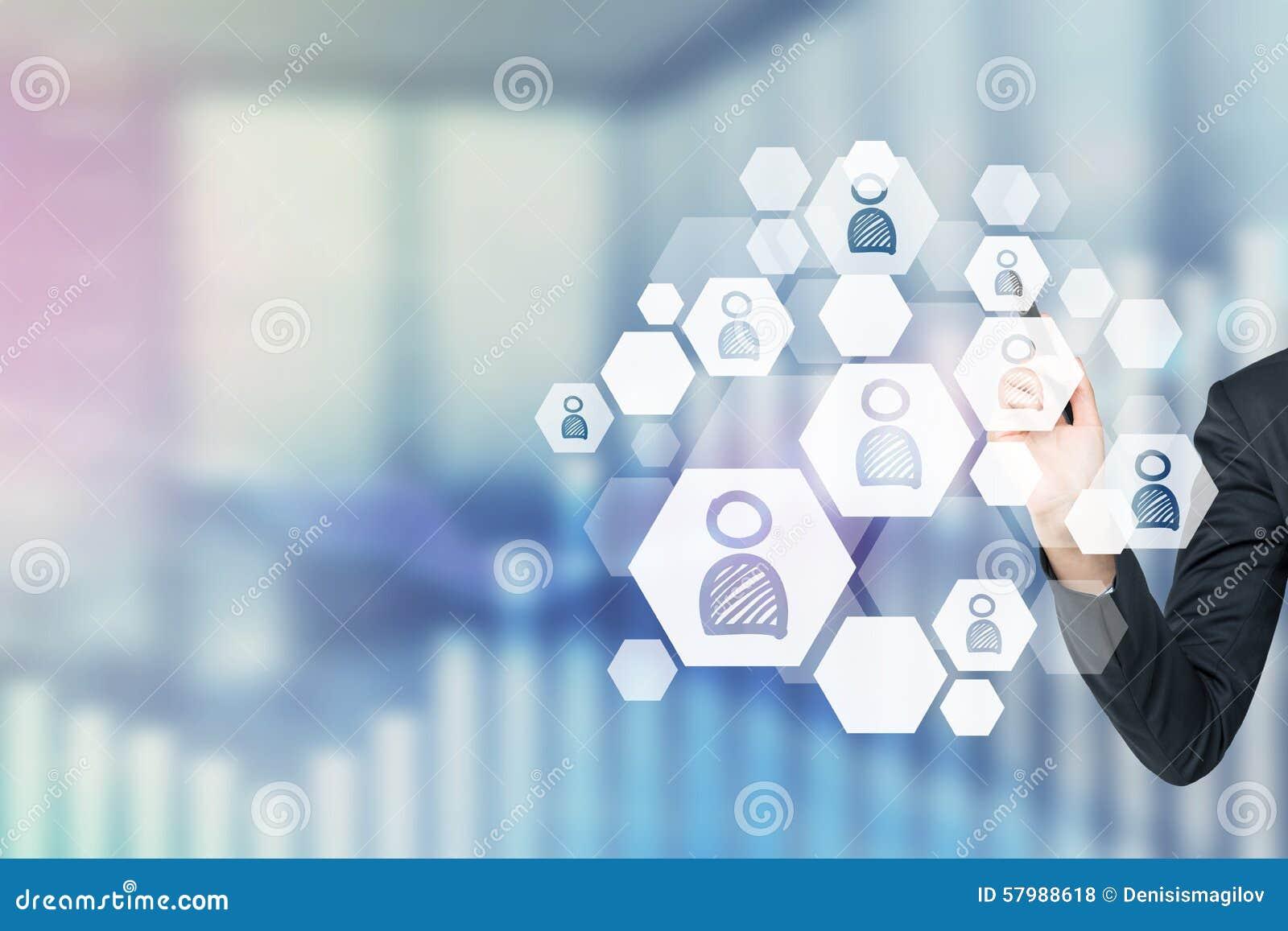 Een concept rekruteringsproces Een hand kiest het juiste pictogram als concept de juiste kandidaat